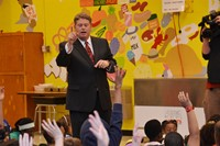 Meteorologist Marschall McPeek Drops in at Hanby Elementary to Chat about Weather