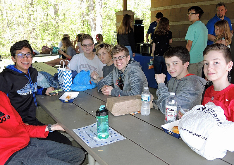 Renaissance students eating lunch at park
