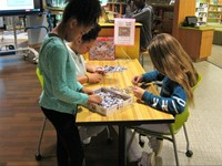 Students solve jigsaw puzzles together